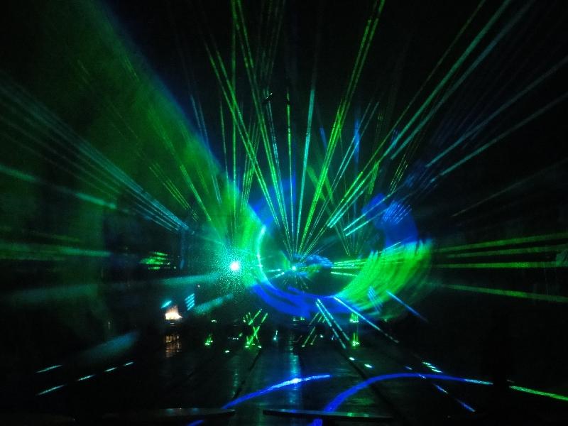 Lasershow unter der Erdoberfläche