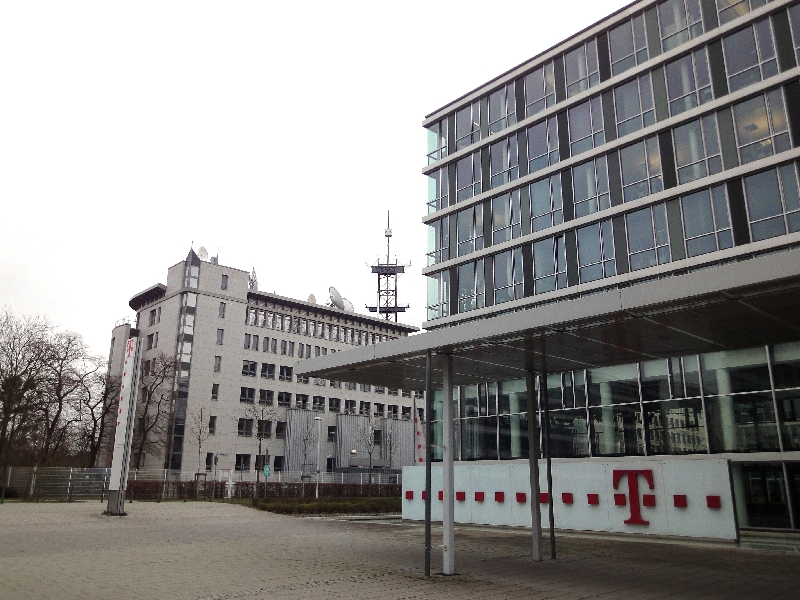 Telekom an der telekomallee im Hintergrund EUMETSAT