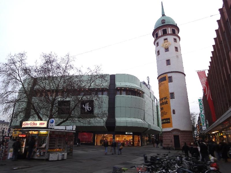 Darmstädter Bausünde neben dem Weißen Turm