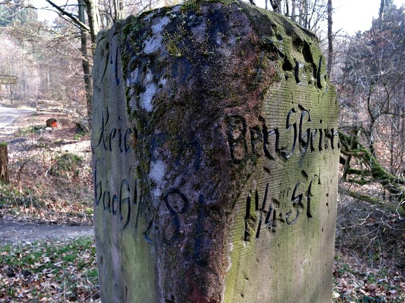 Historischer Kilometerstein