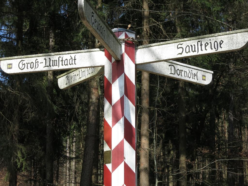 Historisches Wegkreuz am Rödelshäuschen