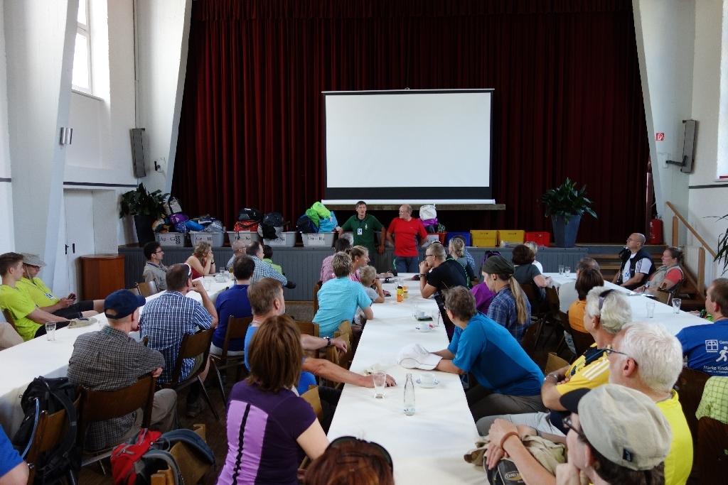 Begrüßung und Instruktion der Teilnehmer in Lorch
